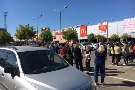 ВТЦ «Мега» провели эвакуацию поучебной тревоге