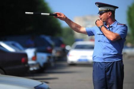 ВРостовской области девушка-водитель на«Опеле» сбила инспектора ДПС