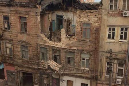 ВРостове-на-Дону из-за наводнения обвалился трехэтажный дом