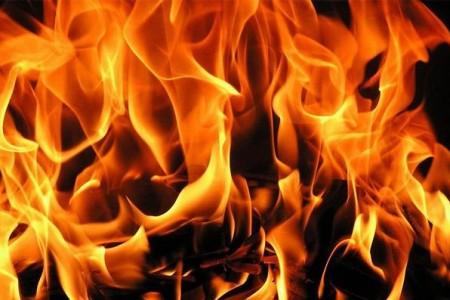 Наподъезде кРостову умер шофёр загоревшегося автомобиля