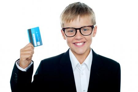 Бинбанк начал выпускать банковские карты для детей от6 лет