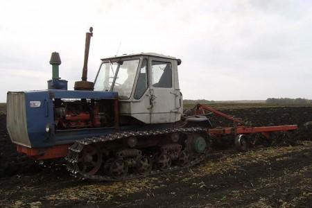 ВРостовской области тракториста задавил гусеничный трактор