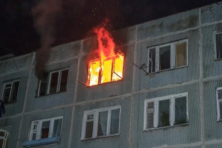 Мужчина умер впожаре впятиэтажке вНовочеркасске